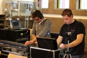 De technische broeders hard aan het werk
